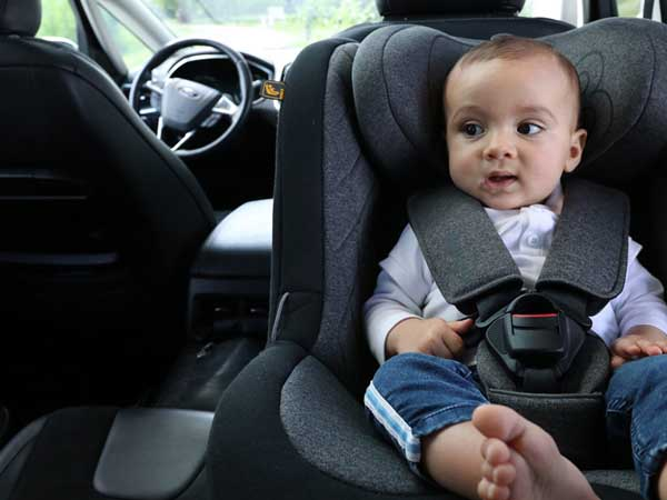 Le bon siège auto pour la naissance de bébé en 10 questions